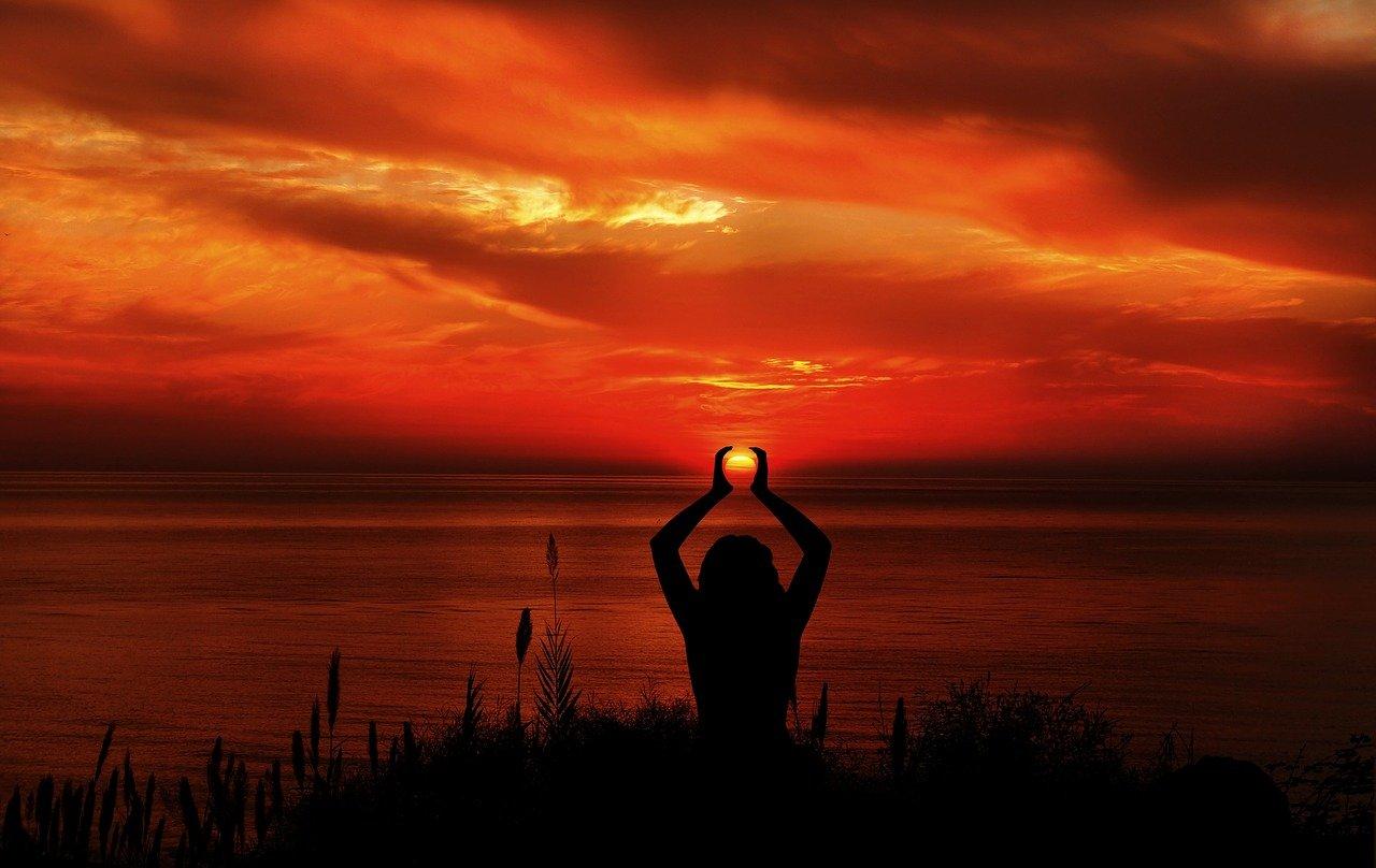 Méditation au soleil couchant